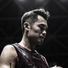 中羽赛谌龙逆转晋级 单局5分林丹惨遭翻盘一轮游