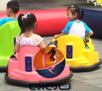 新款碰碰车 儿童双人广场游乐设备 可360度旋转漂移电碰碰车