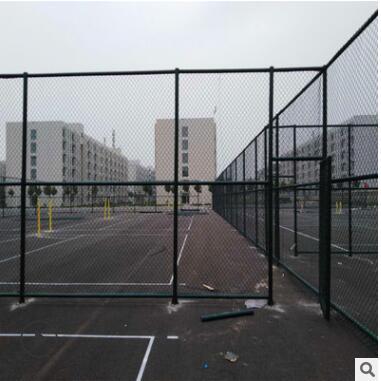 厂家供应安装篮球场勾花隔离围网 运动体育场围墙网