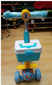 儿童滑板车、米高车。三轮车。脚踏滑板车。等