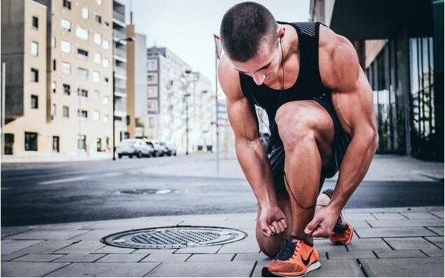养生先养骨,做做小运动,缓解肩膀酸痛